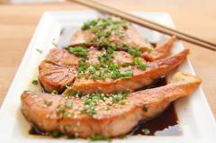 Pavés de saumon au vinaigre de pulpe de framboises - 4 personnes