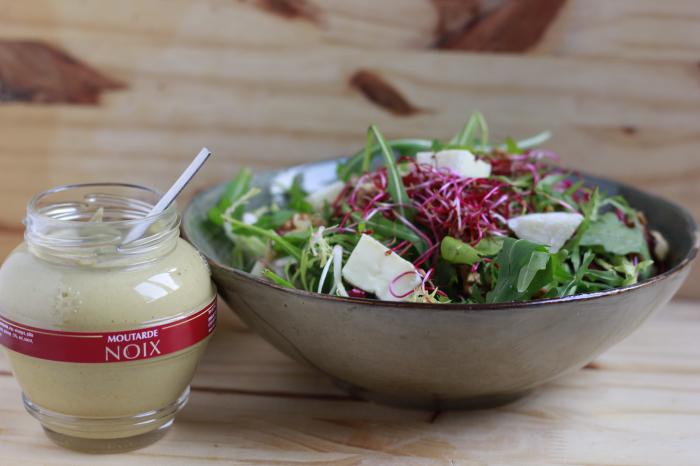 Salade au fromage de Brebis et cerneaux de Noix. – 4 personnes